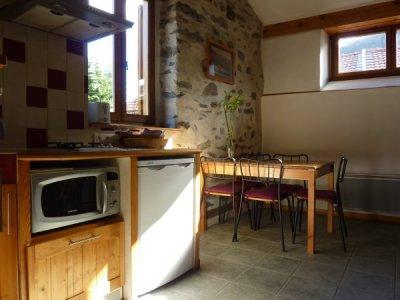 La cuisine et le coin repas de notre gîte rural.