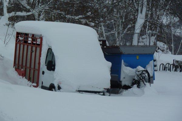 Avant toute utilisation de matériel, une bonne pelle à neige est nécessaire