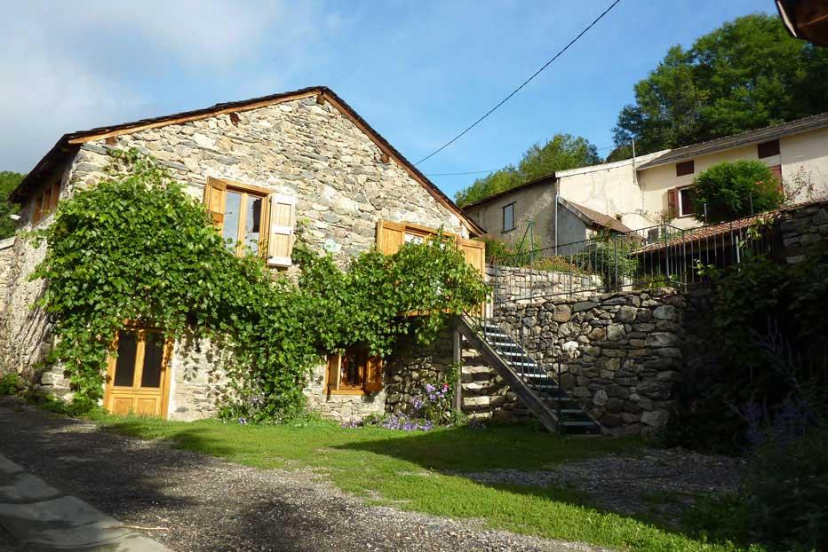 Beau gîte de montagne, classé 3 épis Gîte de France, 3*, au coeur du village